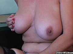 Porn gains mom's muff juice leaking mature porn videos
